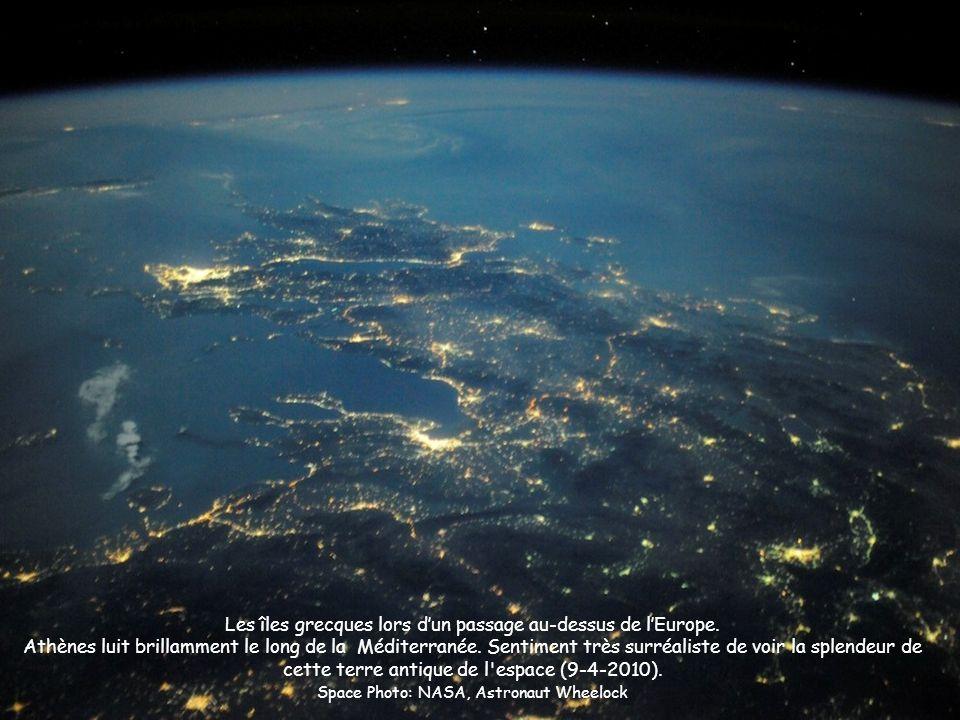 Les îles grecques lors d'un passage au-dessus de l'Europe.