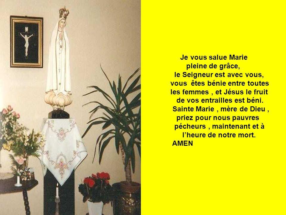 Je vous salue Marie pleine de grâce, le Seigneur est avec vous, vous êtes bénie entre toutes. les femmes , et Jésus le fruit.