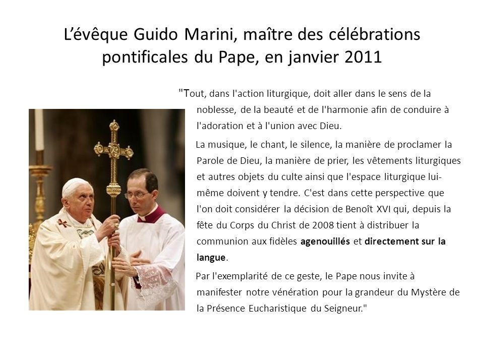 L'évêque Guido Marini, maître des célébrations pontificales du Pape, en janvier 2011