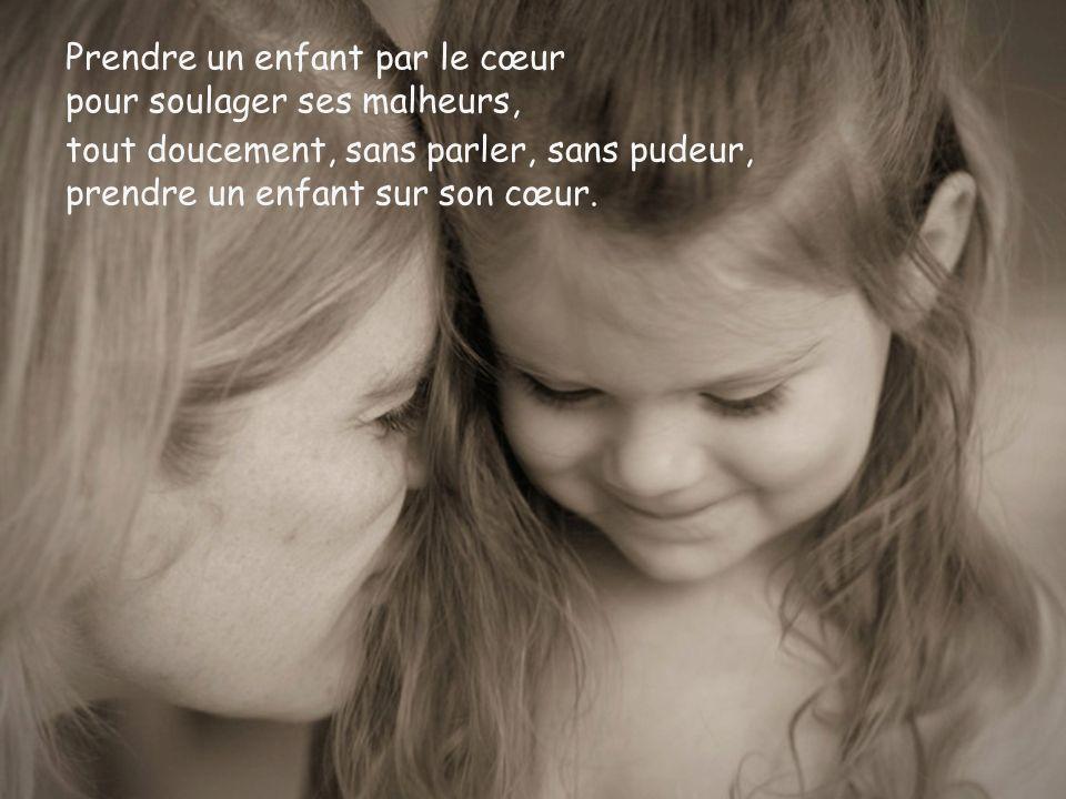 Prendre un enfant par le cœur pour soulager ses malheurs,