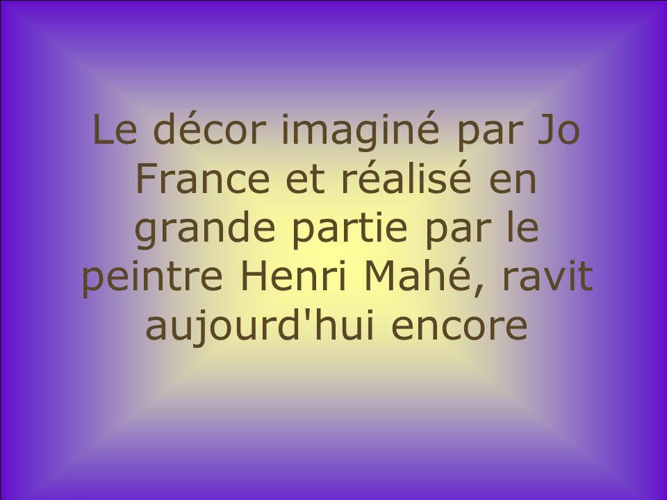 Le décor imaginé par Jo France et réalisé en grande partie par le peintre Henri Mahé, ravit aujourd hui encore
