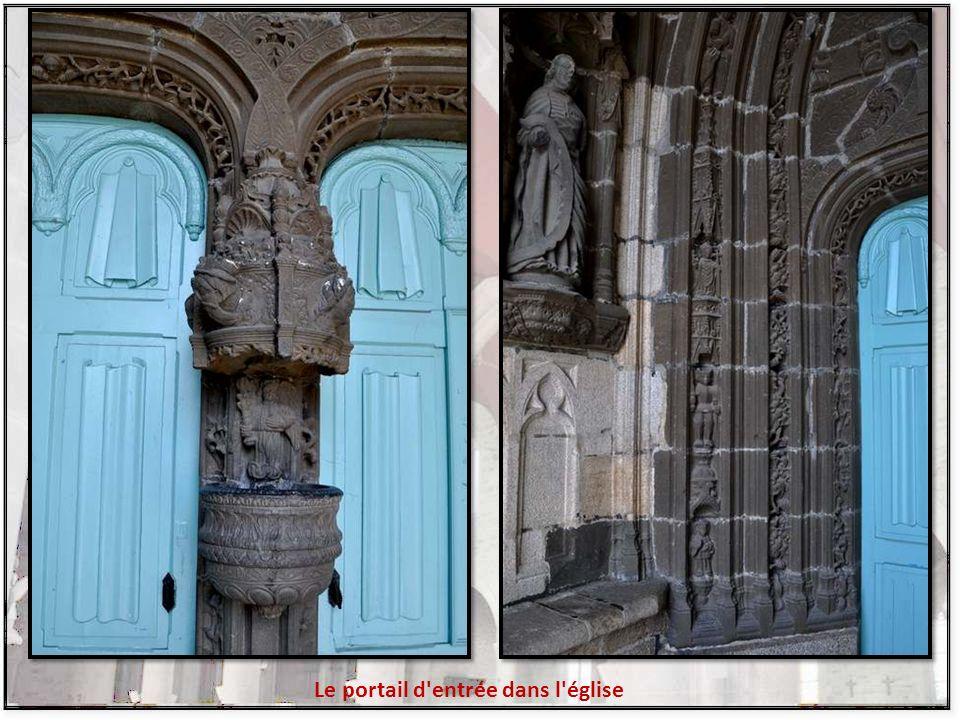 Le portail d entrée dans l église