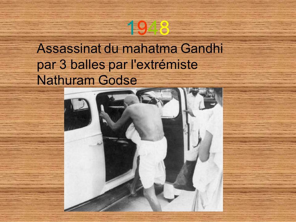 1948 Assassinat du mahatma Gandhi par 3 balles par l extrémiste Nathuram Godse