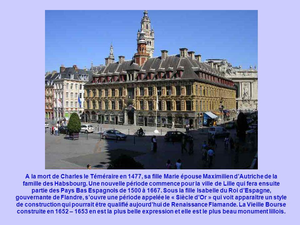 A la mort de Charles le Téméraire en 1477, sa fille Marie épouse Maximilien d'Autriche de la famille des Habsbourg.