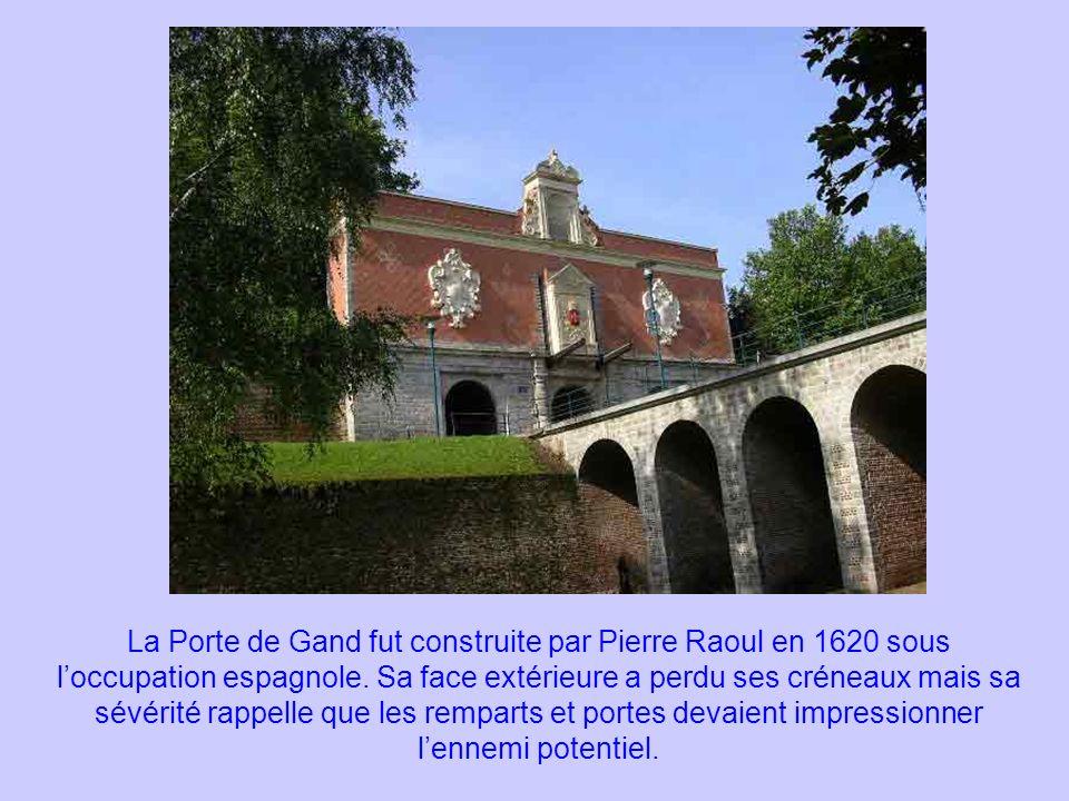 La Porte de Gand fut construite par Pierre Raoul en 1620 sous l'occupation espagnole.