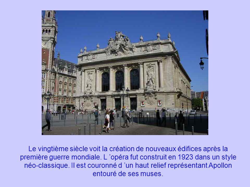 Le vingtième siècle voit la création de nouveaux édifices après la première guerre mondiale.