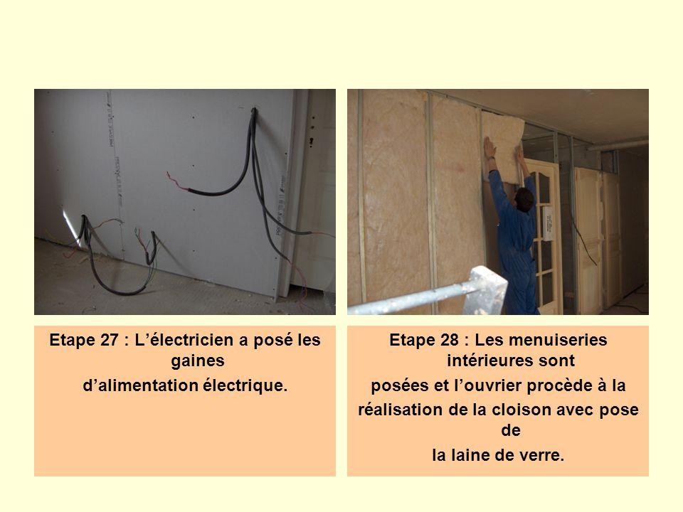 Etape 27 : L'électricien a posé les gaines d'alimentation électrique.
