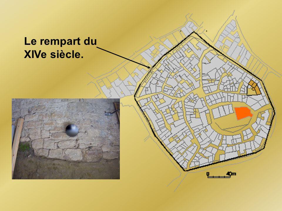 Le rempart du XIVe siècle.
