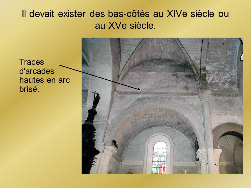 Il devait exister des bas-côtés au XIVe siècle ou au XVe siècle.