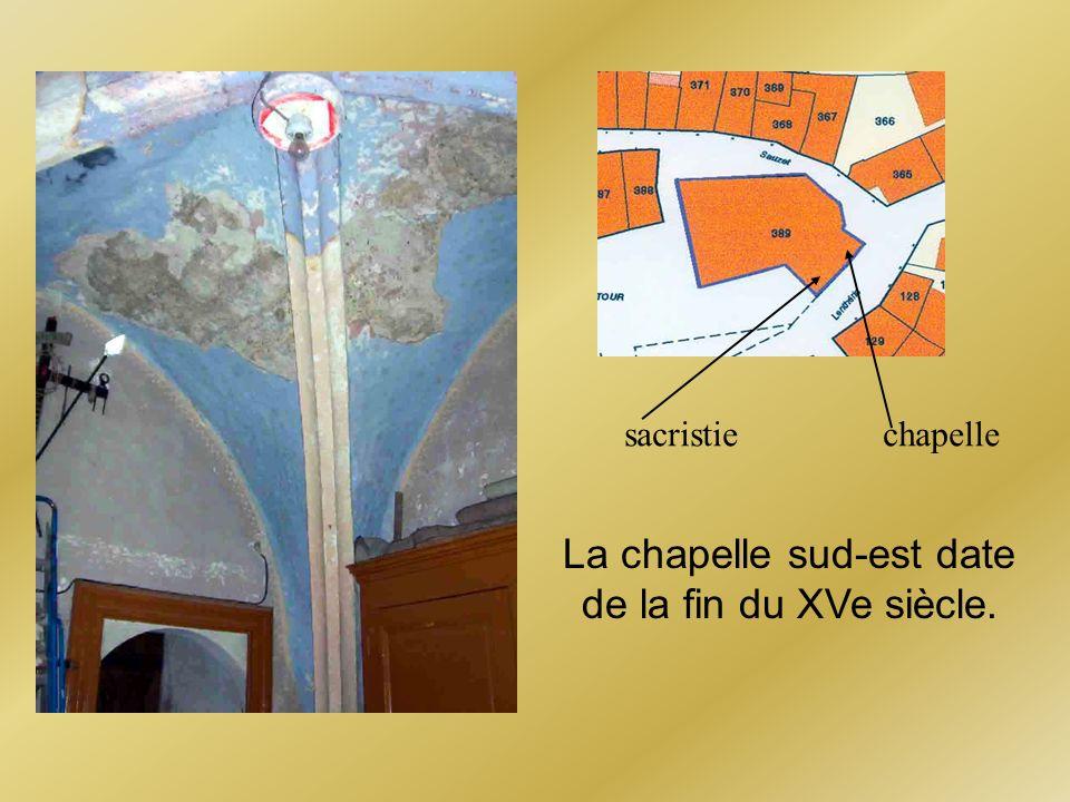 La chapelle sud-est date de la fin du XVe siècle.