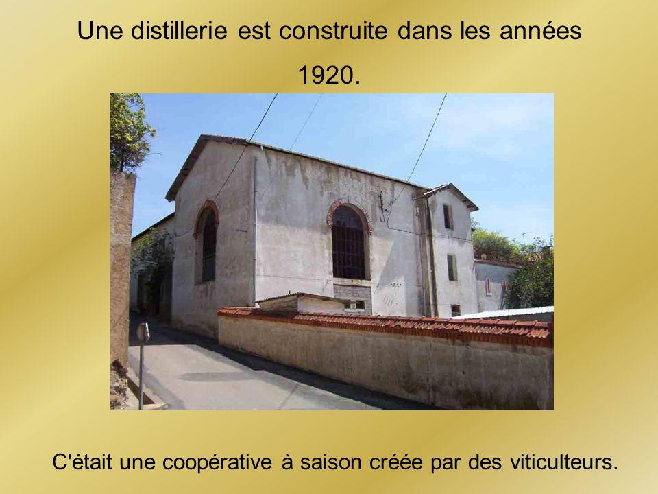 Une distillerie est construite dans les années 1920.