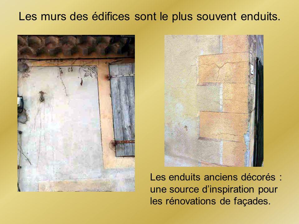 Les murs des édifices sont le plus souvent enduits.