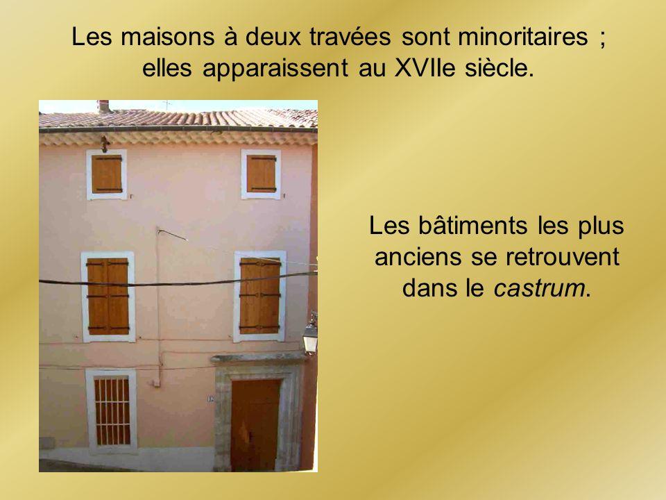 Les maisons à deux travées sont minoritaires ;