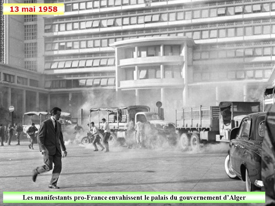 13 mai 1958 Les manifestants pro-France envahissent le palais du gouvernement d'Alger
