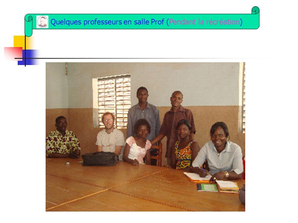 Quelques professeurs en salle Prof (Pendant la récréation)