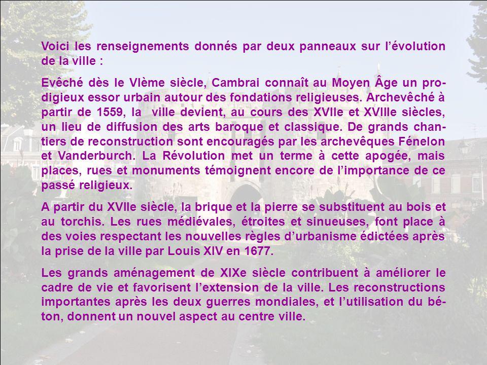 Voici les renseignements donnés par deux panneaux sur l'évolution de la ville :