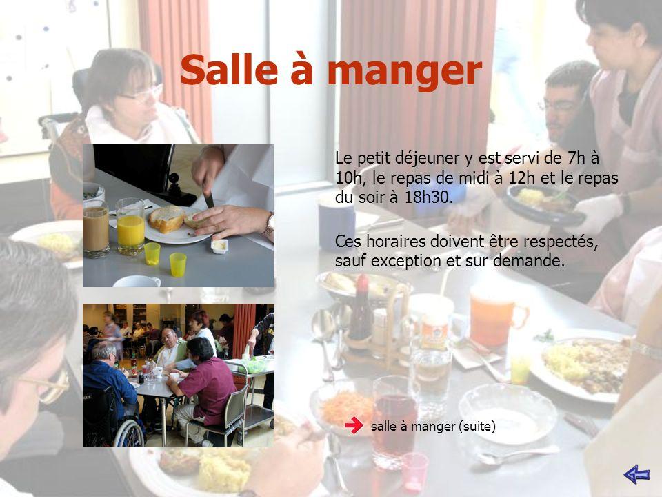 Salle à manger Le petit déjeuner y est servi de 7h à 10h, le repas de midi à 12h et le repas du soir à 18h30.