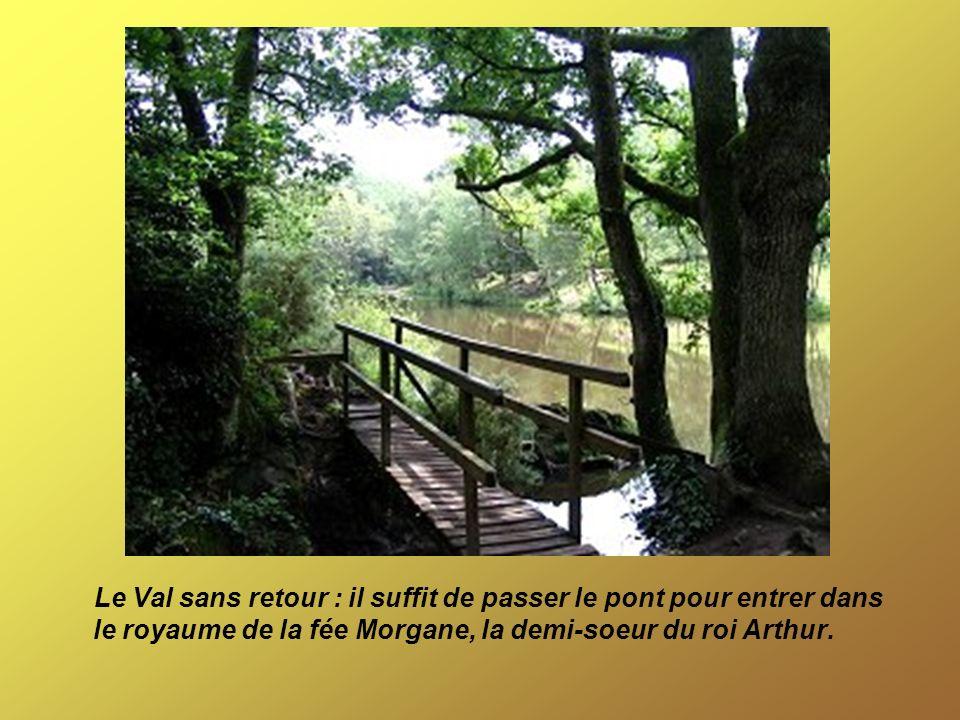 Le Val sans retour : il suffit de passer le pont pour entrer dans le royaume de la fée Morgane, la demi-soeur du roi Arthur.