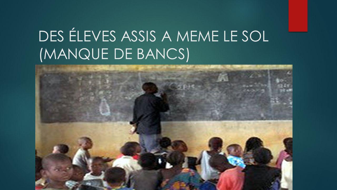 DES ÉLEVES ASSIS A MEME LE SOL (MANQUE DE BANCS)