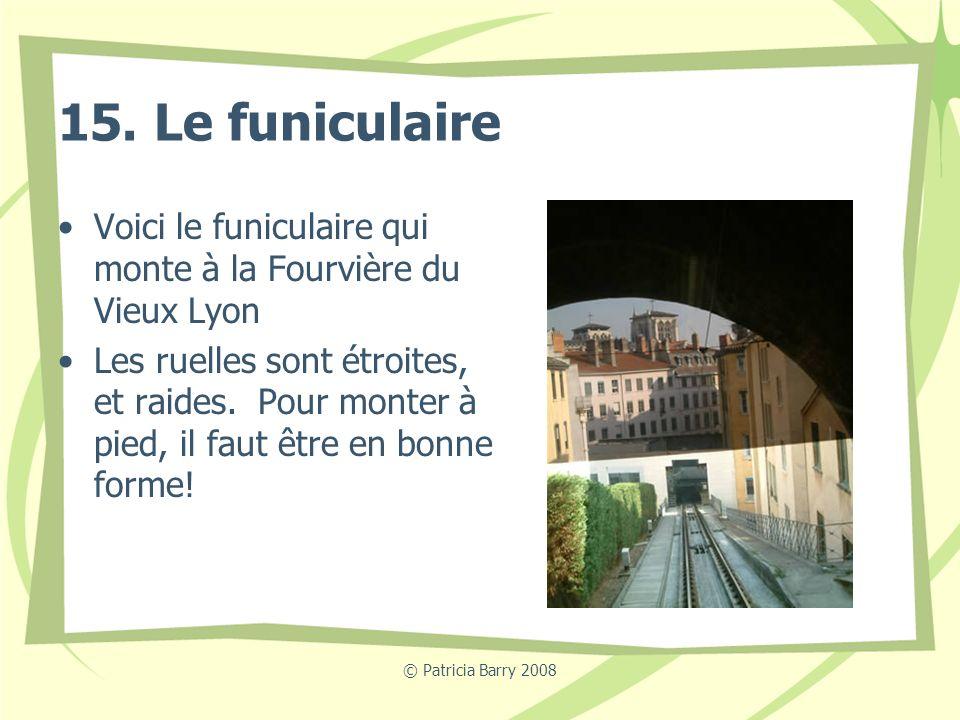 15. Le funiculaire Voici le funiculaire qui monte à la Fourvière du Vieux Lyon.