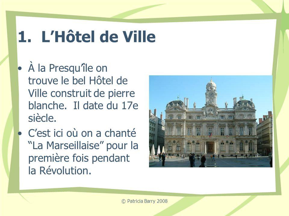 1. L'Hôtel de Ville À la Presqu'île on trouve le bel Hôtel de Ville construit de pierre blanche. Il date du 17e siècle.