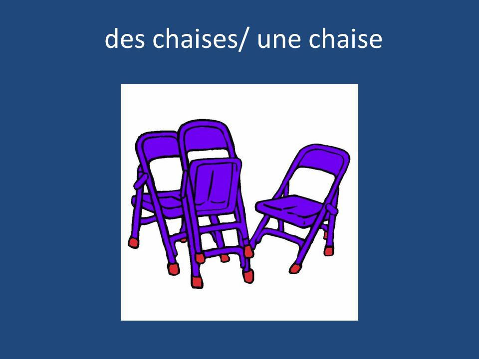des chaises/ une chaise