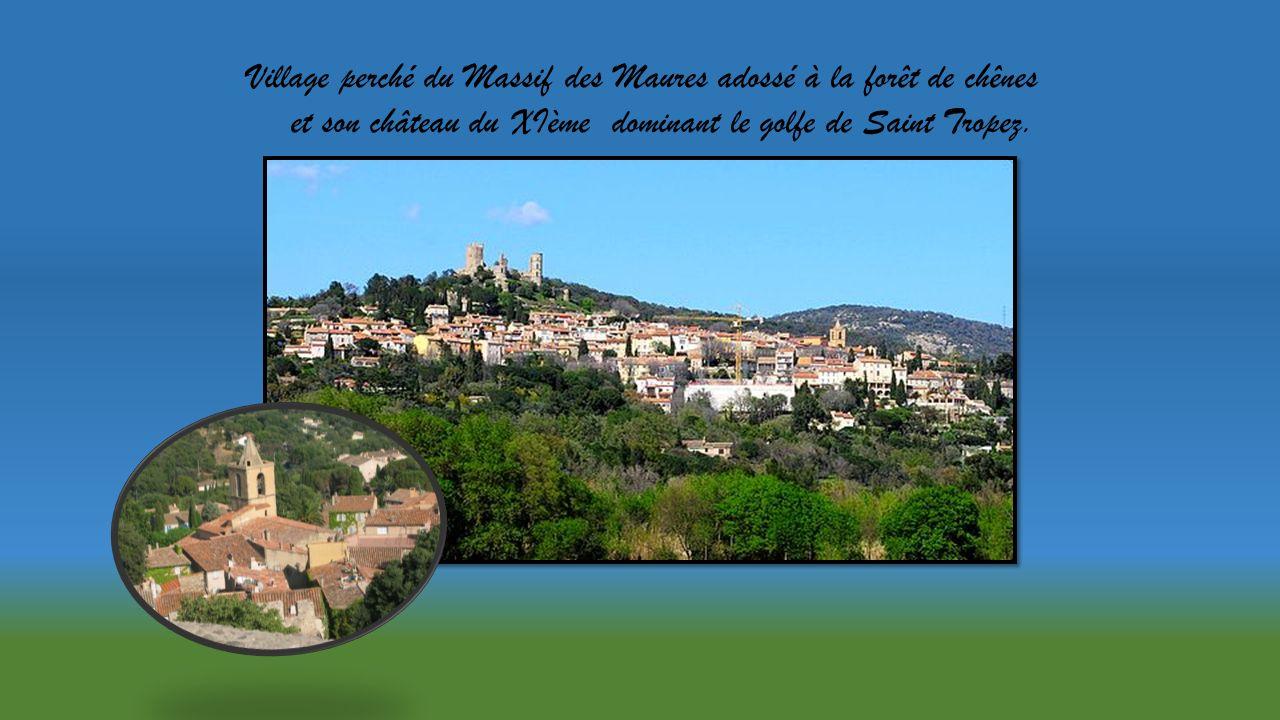 Village perché du Massif des Maures adossé à la forêt de chênes