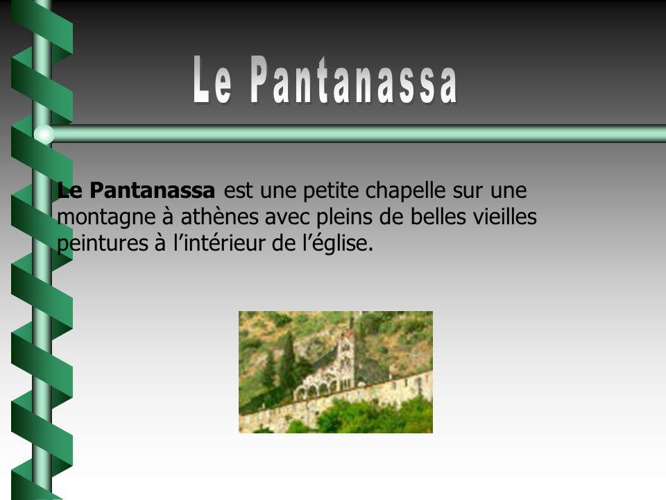 Le Pantanassa Le Pantanassa est une petite chapelle sur une montagne à athènes avec pleins de belles vieilles peintures à l'intérieur de l'église.
