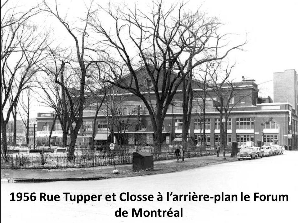 1956 Rue Tupper et Closse à l'arrière-plan le Forum de Montréal