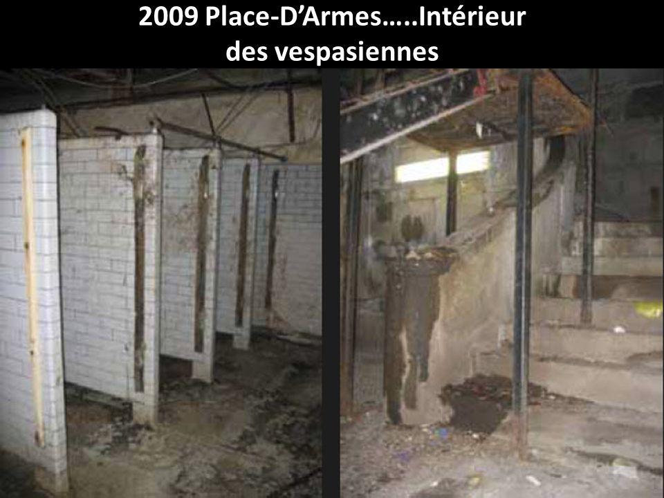2009 Place-D'Armes…..Intérieur des vespasiennes