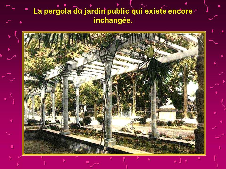 La pergola du jardin public qui existe encore inchangée.