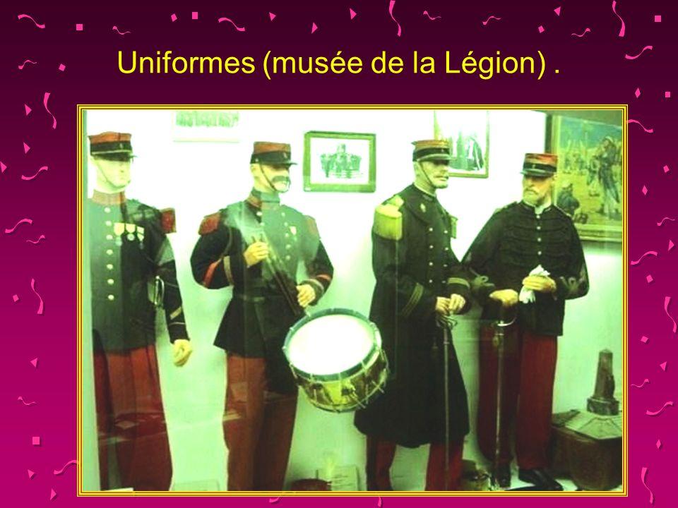 Uniformes (musée de la Légion) .