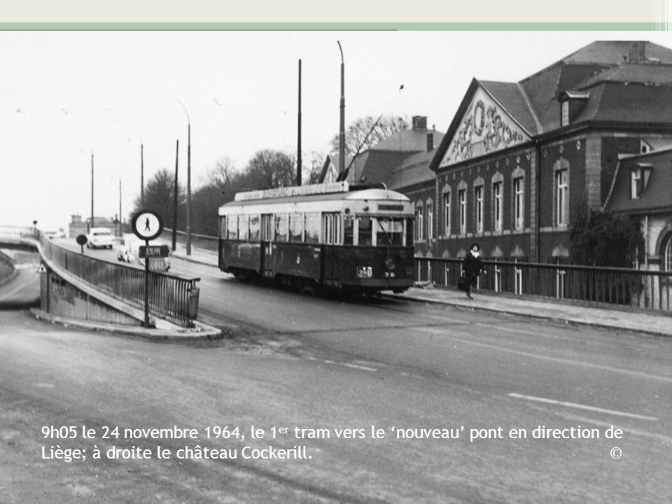 9h05 le 24 novembre 1964, le 1er tram vers le 'nouveau' pont en direction de Liège; à droite le château Cockerill.