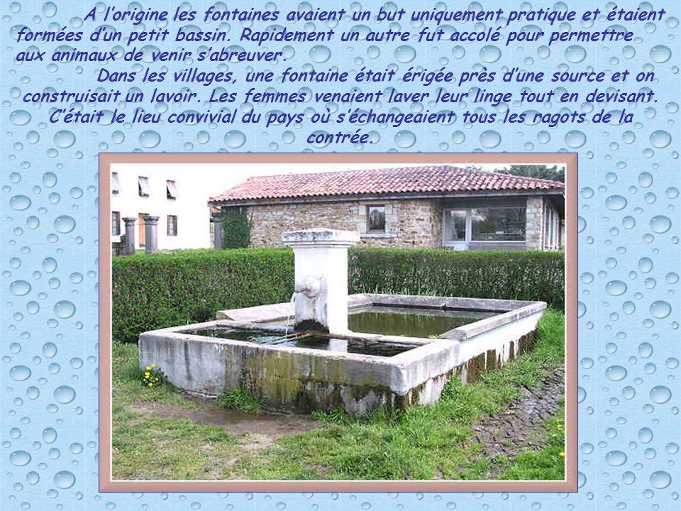A l'origine les fontaines avaient un but uniquement pratique et étaient formées d'un petit bassin. Rapidement un autre fut accolé pour permettre aux animaux de venir s'abreuver.