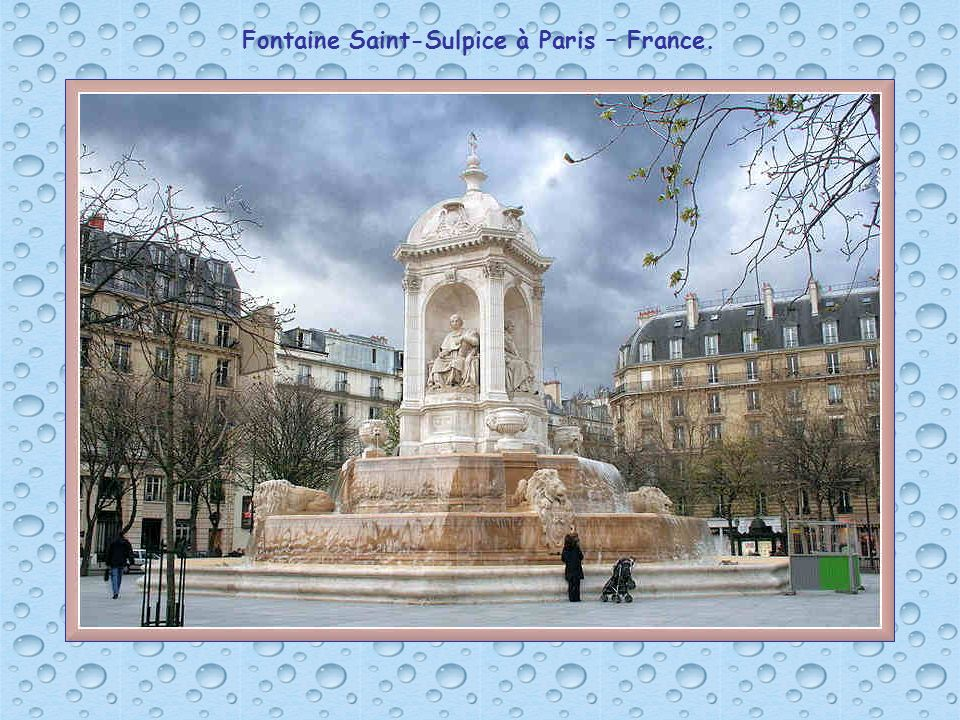Fontaine Saint-Sulpice à Paris – France.