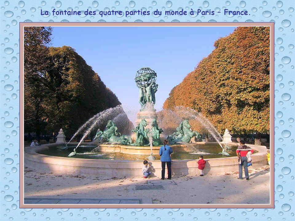La fontaine des quatre parties du monde à Paris – France.
