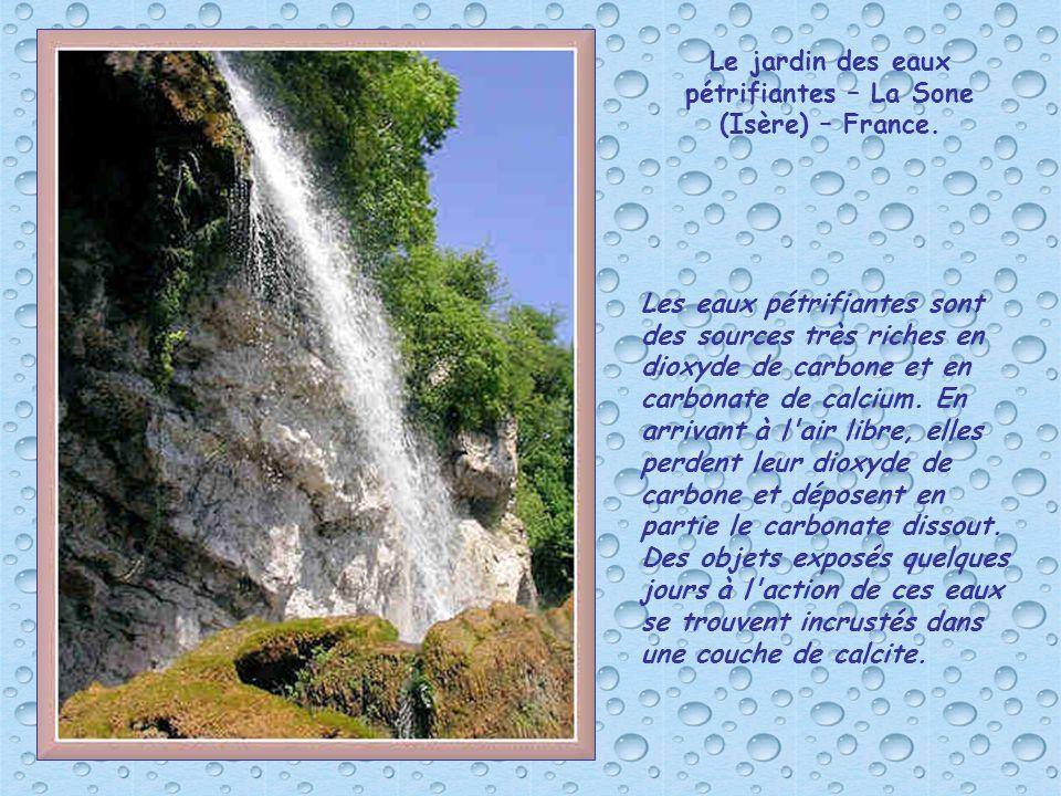 Le jardin des eaux pétrifiantes – La Sone (Isère) – France.
