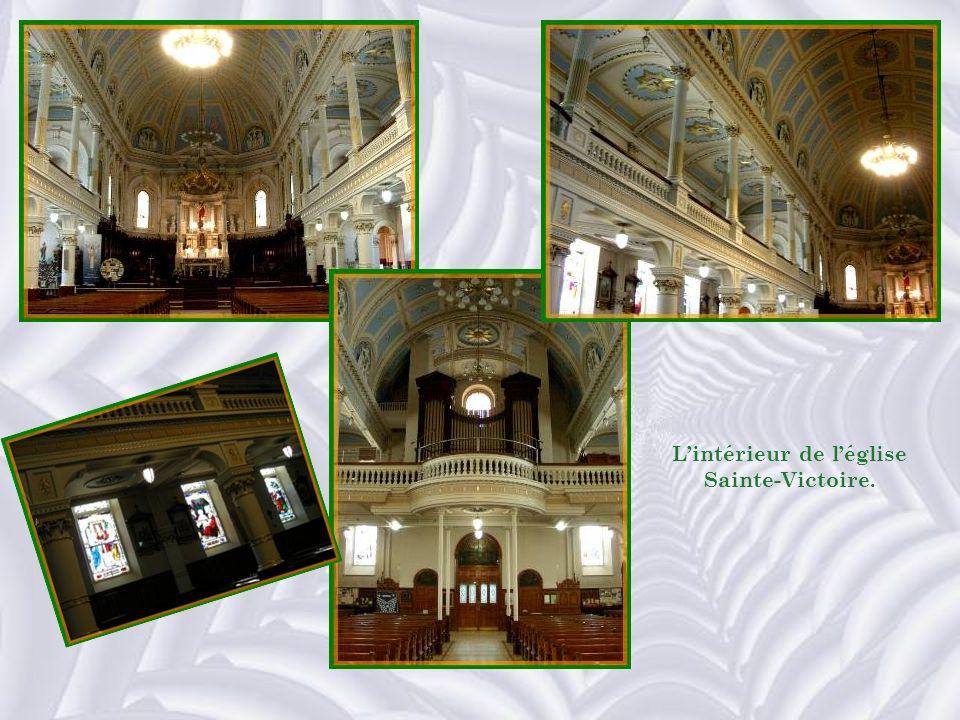 L'intérieur de l'église Sainte-Victoire.