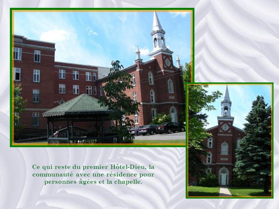 Ce qui reste du premier Hôtel-Dieu, la communauté avec une résidence pour personnes âgées et la chapelle.
