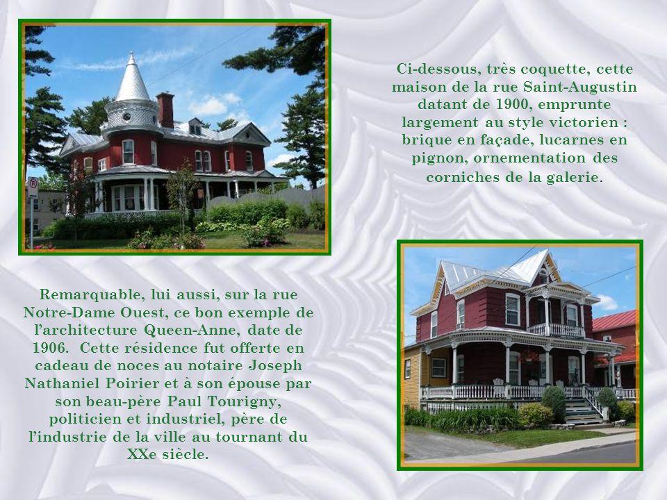 Ci-dessous, très coquette, cette maison de la rue Saint-Augustin datant de 1900, emprunte largement au style victorien : brique en façade, lucarnes en pignon, ornementation des corniches de la galerie.