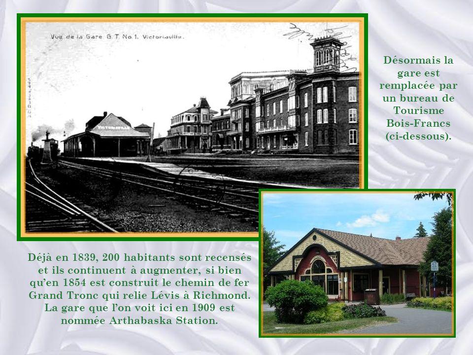 Désormais la gare est remplacée par un bureau de Tourisme Bois-Francs (ci-dessous).