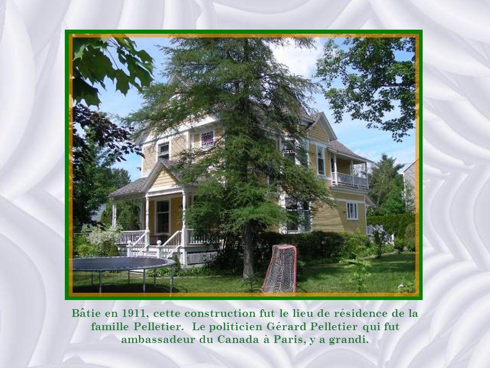 Bâtie en 1911, cette construction fut le lieu de résidence de la famille Pelletier.