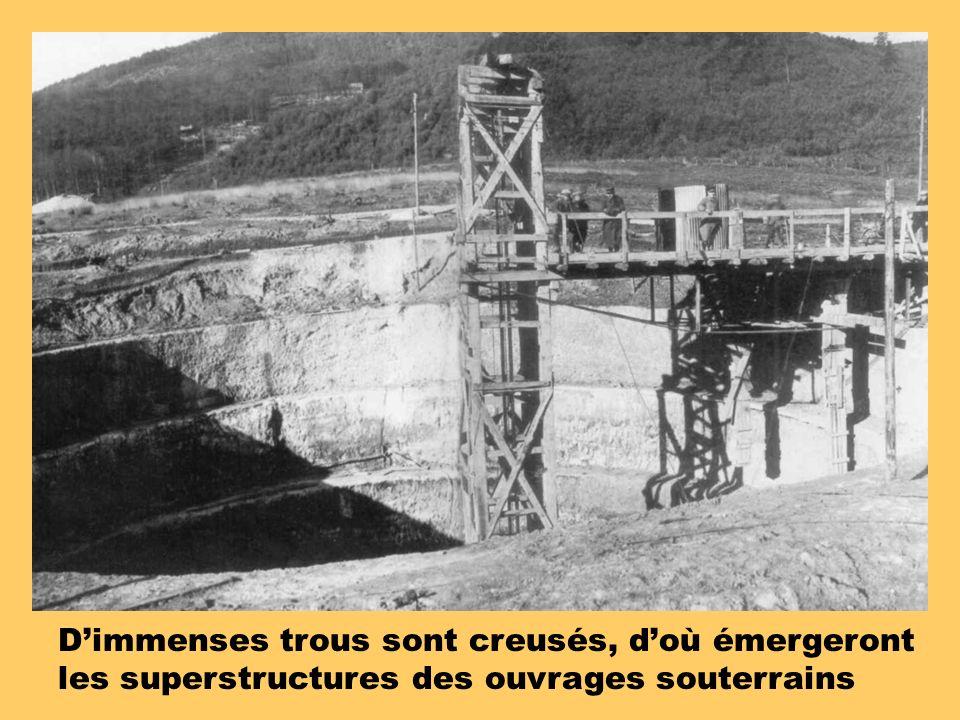 D'immenses trous sont creusés, d'où émergeront les superstructures des ouvrages souterrains