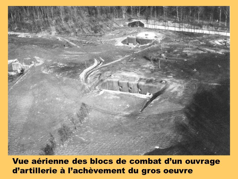 Vue aérienne des blocs de combat d'un ouvrage