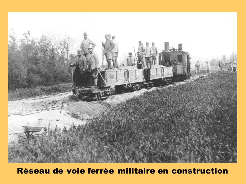 Réseau de voie ferrée militaire en construction