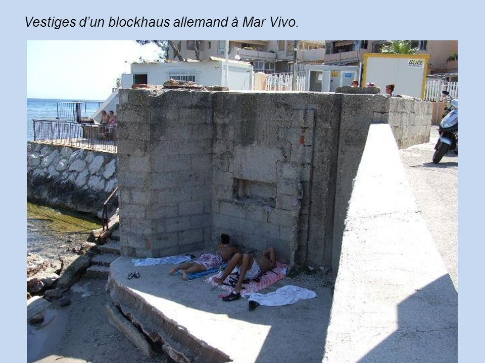 Vestiges d'un blockhaus allemand à Mar Vivo.
