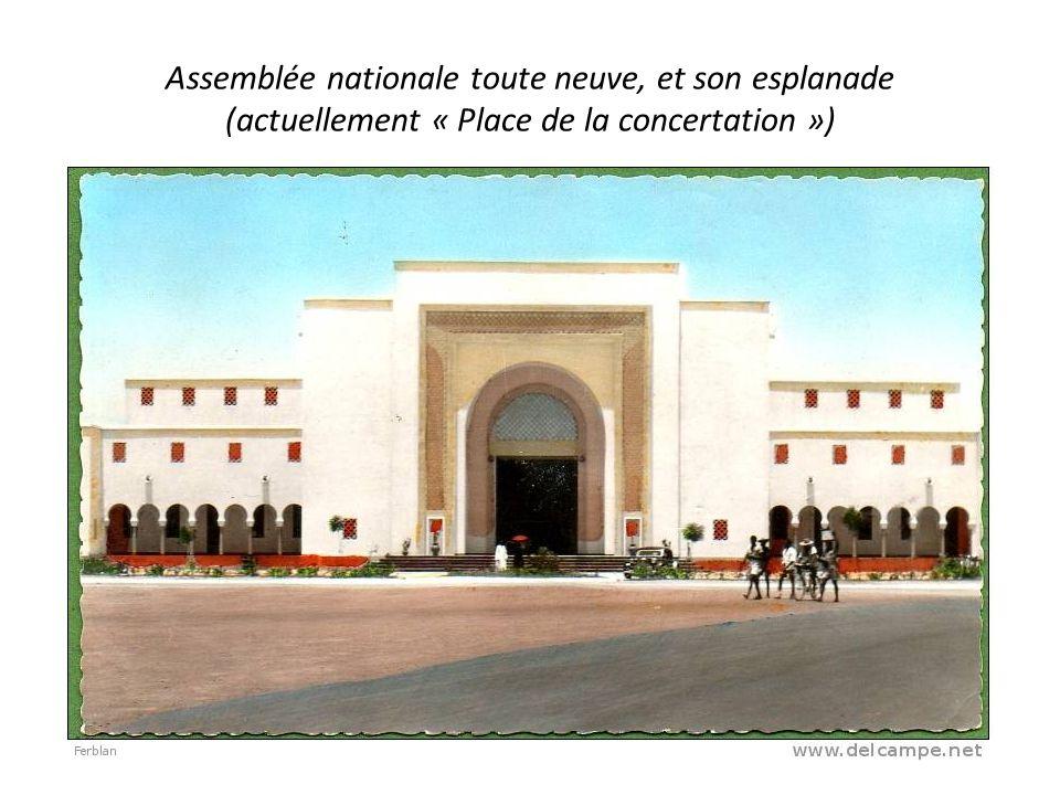 Assemblée nationale toute neuve, et son esplanade (actuellement « Place de la concertation »)