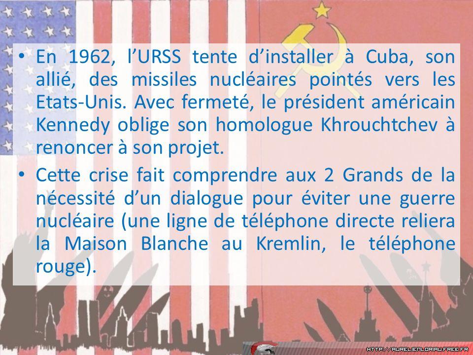 En 1962, l'URSS tente d'installer à Cuba, son allié, des missiles nucléaires pointés vers les Etats-Unis. Avec fermeté, le président américain Kennedy oblige son homologue Khrouchtchev à renoncer à son projet.