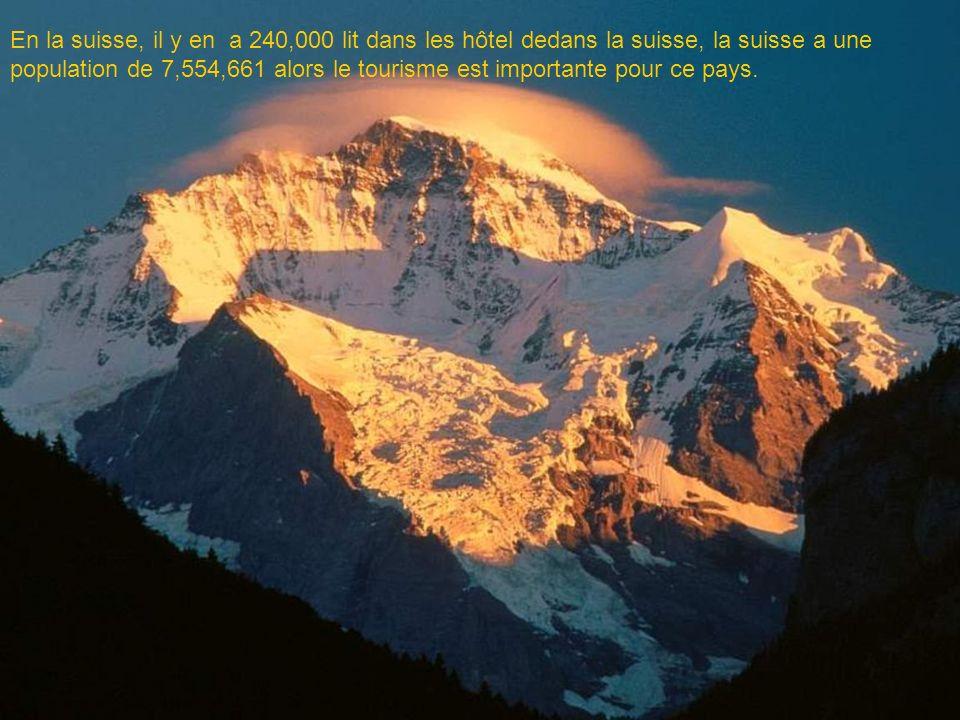 En la suisse, il y en a 240,000 lit dans les hôtel dedans la suisse, la suisse a une population de 7,554,661 alors le tourisme est importante pour ce pays.