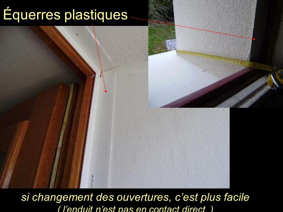 Équerres plastiques si changement des ouvertures, c'est plus facile ( l'enduit n'est pas en contact direct )